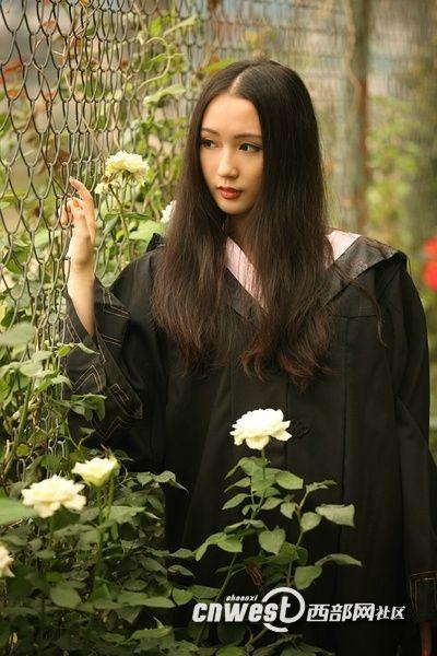 中国传媒大学校花毕业靓照图片