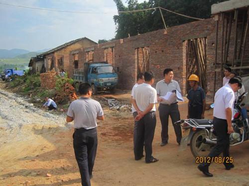 赣南师院在上犹县开展农村危旧土坯房改造技术指导