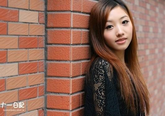 漂亮可爱的美女七七(传媒大学)